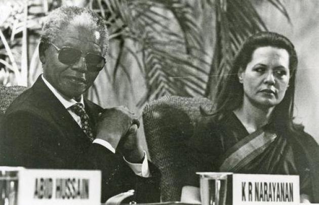 Round Square Patrons South African President, Nelson Mandela, and Sonia Gandhi at the Rajiv Gandhi Golden Jubilee Memorial Lecture ceremony in New Delhi on January 25, 1995. Photo: The Hindu Archives